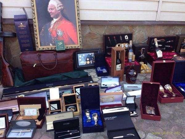 Пшонка номер два: прокуратура показала найденные у харьковского чиновника «сокровища»