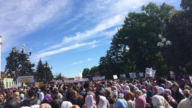 Кремлівські йолопи знов протестують під радою за гундяєвський патріархат