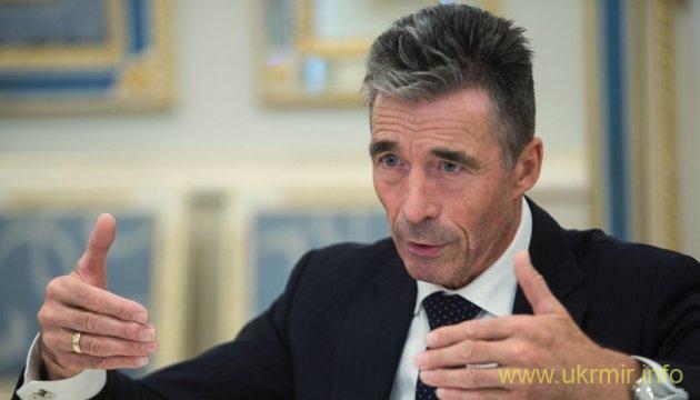 Расмуссен призывает США дать Украине летальное оружие