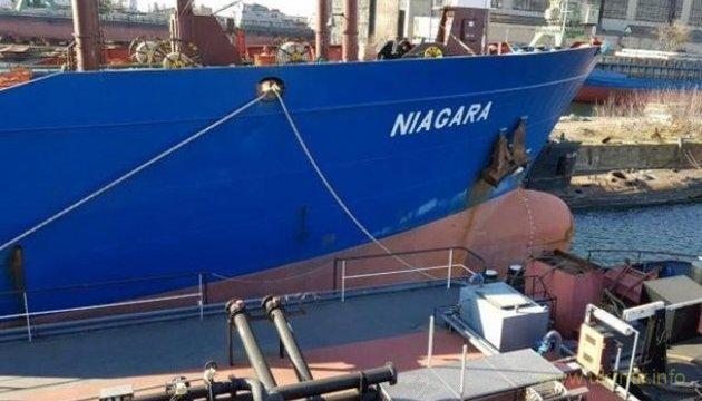 Украина за долги продает с молотка два арестованных российских танкера