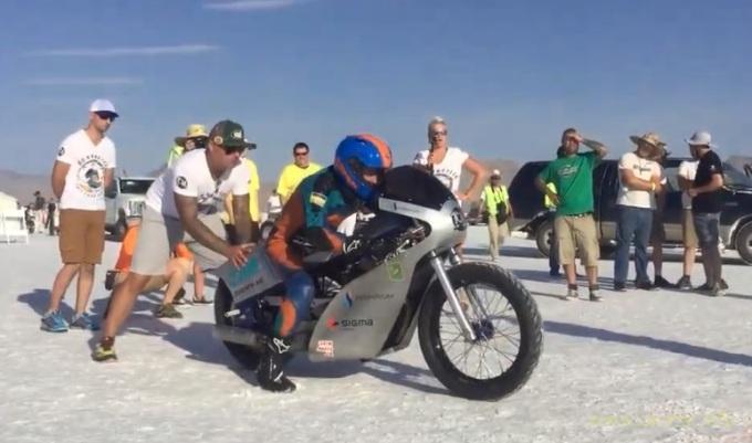 Украинские мотогонщики установили мировой рекорд