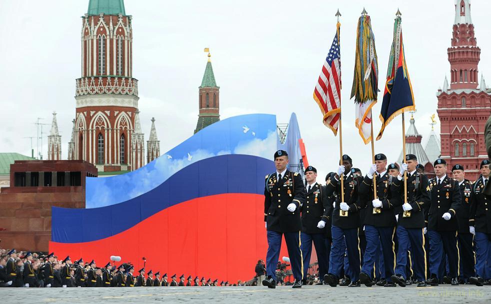 Для освежения памяти: войска НАТО на Красной площади