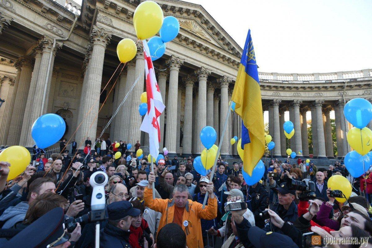 Питер вышел на митинг против войны с Украиной