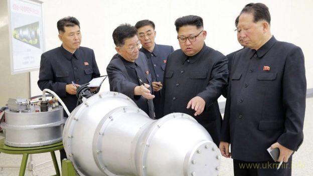 Державне інформагентство КНДР повідомило, що вченим країни вдалося створити водневу бомбу і її вже оглянув лідер Північної Кореї Кім Чен Ин