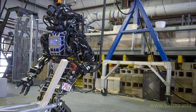 Робот из Сколково научился делать сальто