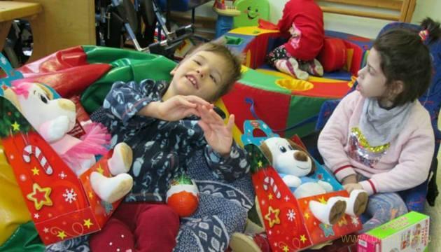 Продовжується збір подарунків діточкам до Різдва та Нового року