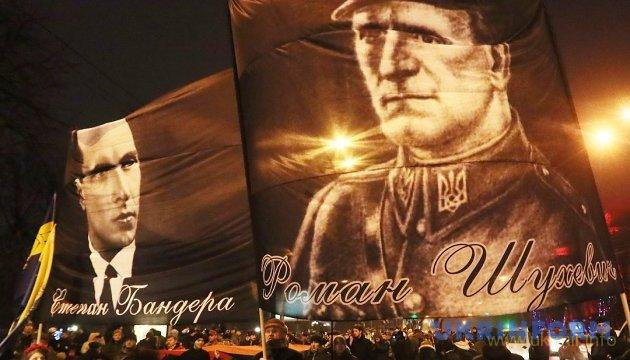 Президента просят вернуть звание Герой Украины Бандере и Шухевичу