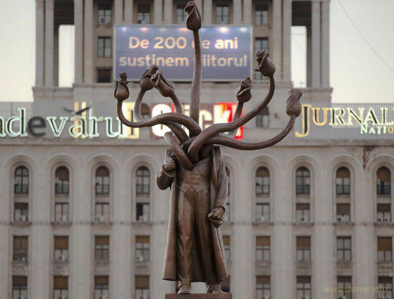 Гидра в Бухаресте - бывший памятник Ленину