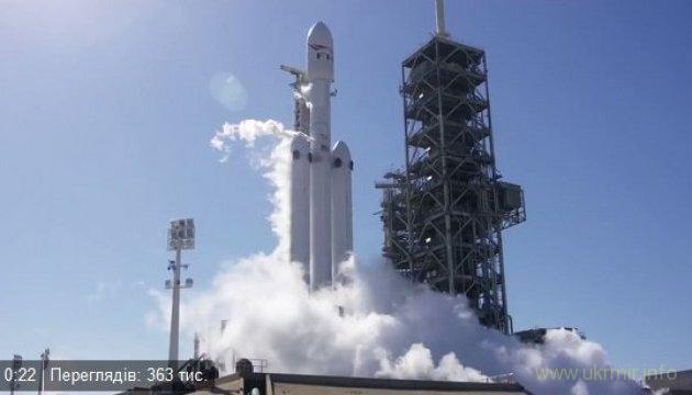 SpaceX испытала самую мощную в мире ракету-носитель