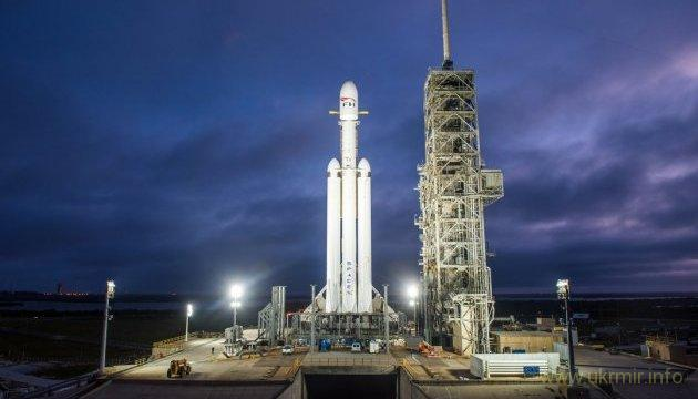 SpaceX запустила сверхтяжелый ракетоноситель Falcon Heavy с машиной на борту