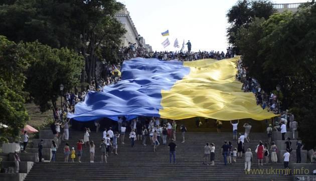 Жовто-блакитний чи синьо-жовтий? Спростування міфів про Український прапор