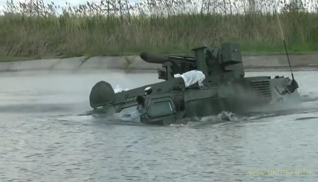 Відео випробувань українського бронетранспортера-амфібії БТР-4М.