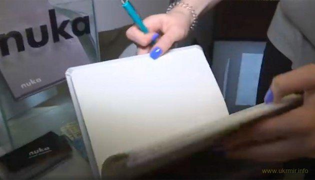 Київські школярі створили «вічні» блокнот і олівець