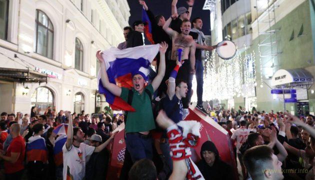 Российские фанаты разнесли метро Театральная