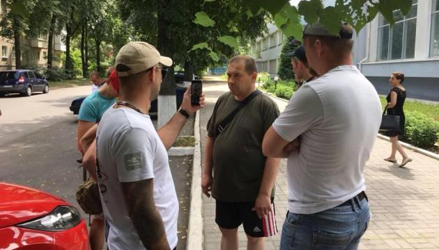 Відео затримання «чорного волонтера», який відправляв гуманітарку в ЛНР і ДНР