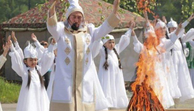 В Якутии пожары тушат шаманы и попы