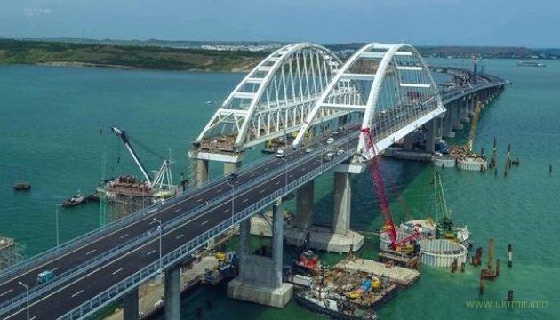 Плавучий кран врезался в Керченский мост