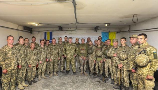 Порошенко совершил почти 40 визитов в самые горячие точки Донбасса