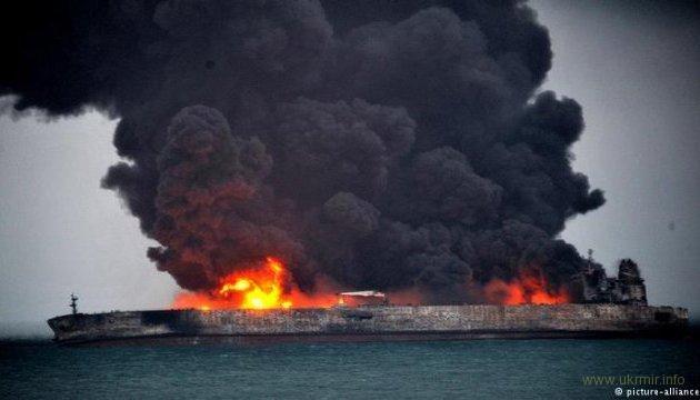 Количество очагов пожара на танкерах выросло до шести