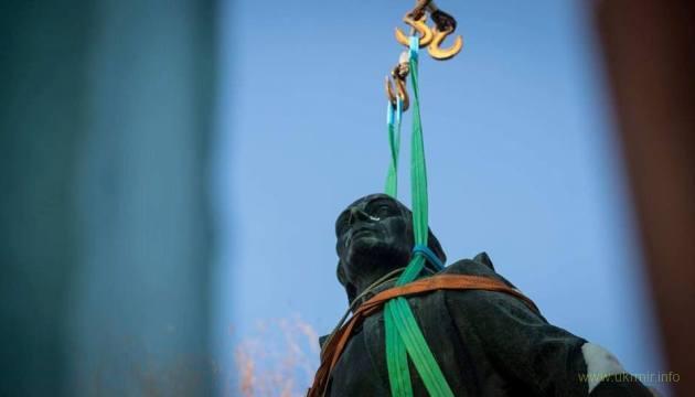 Суворовы с Потемкиными будут снесены по всей Украине