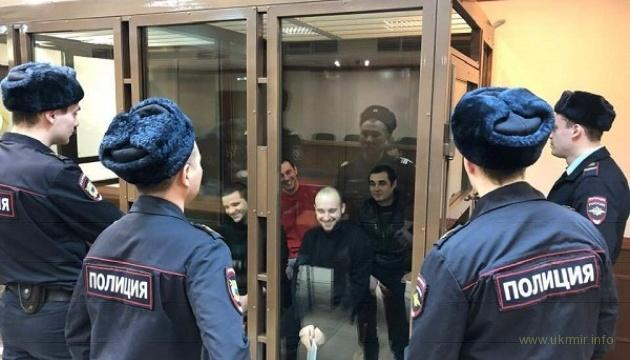 Наши моряки смеются в глаза оккупантам на судилище в Москве