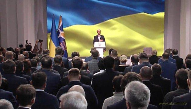 Яценюк призвал Порошенко избавить Украину от Медведчука
