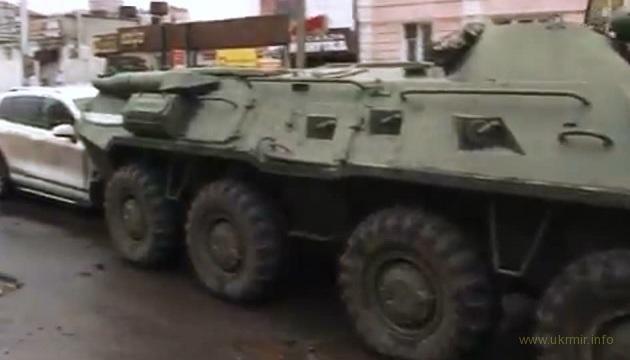 Курск БТРы подавили в центре города легковые автомобили