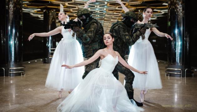 На РФ к 8 марта устроили акцию - «оккупанты за спинами женщин»