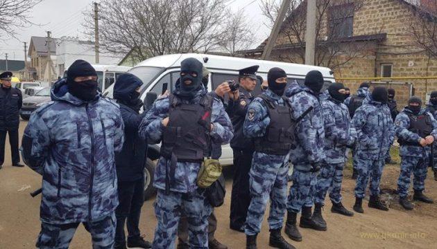 Крымских татар начали жестко выдавливать с их родины