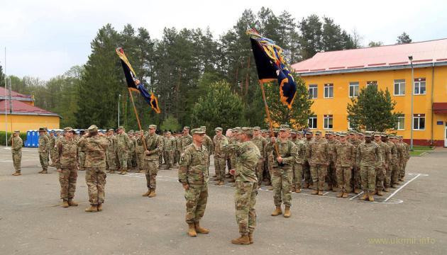 В Україну з США на ротацію прибули військові інструктори