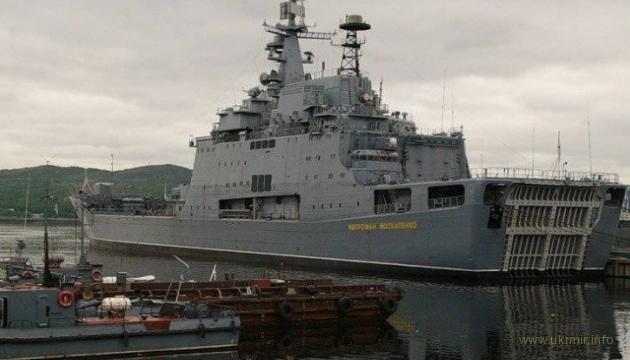 На России огнем уничтожен большой десантный корабль