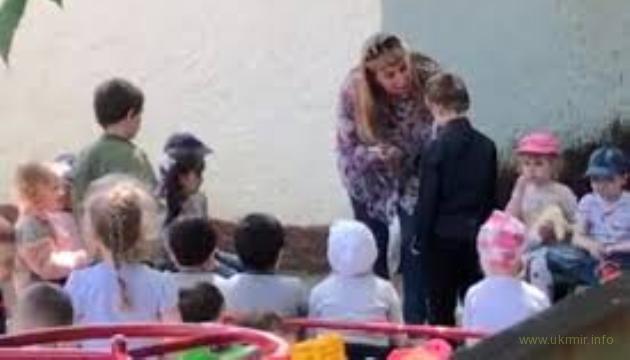 Заведующая российским детсадом заставила ребенка целовать землю