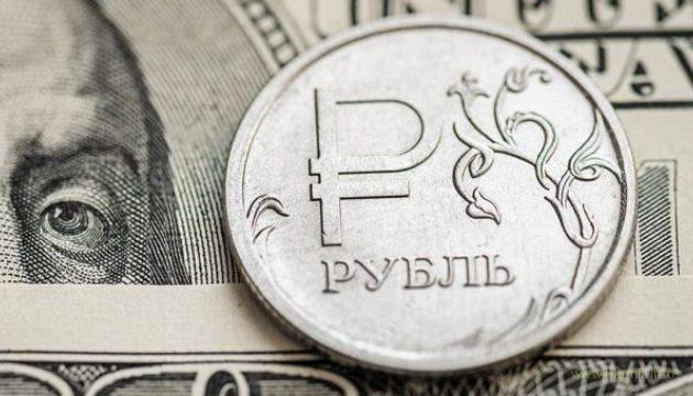 Провал дедолларизации: Россияне массово скупают доллары