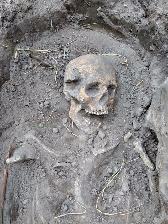 Кадры массового захоронения детей и женщин, убитых коммунистами на Житомирщине, потрясли всю Украину