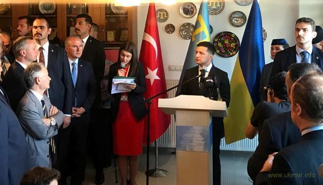 """Зеленський в Туреччині: Як можна зробити в короткому виступі """"по бумажке"""" два ляпи?"""