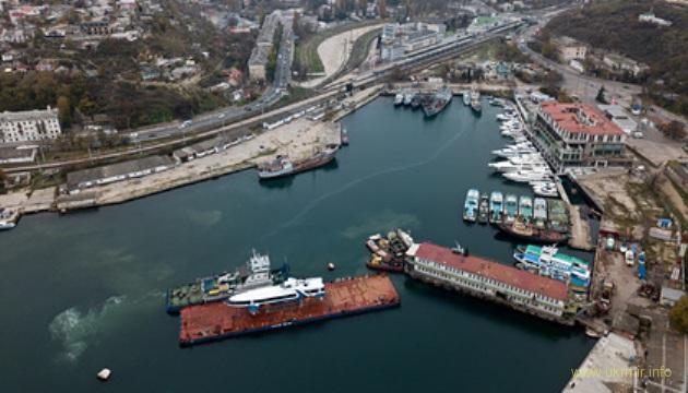 В аннексированном Севастополе затонул плавучий док с подлодкой оккупантов