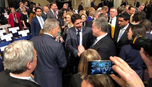 Президент Порошенко в черговий раз рятує Україну, Бубочка воює з жіночками і на дроті з Путіним