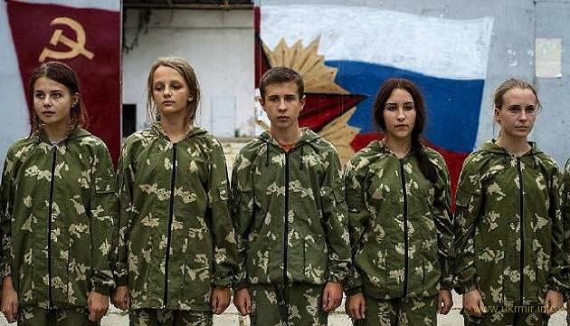 Детство с оружием в руках и без права быть украинцем