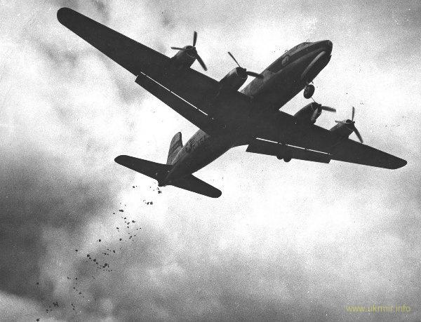 Военно-воздушные силы США бомбят Берлин... конфетами. 1948 год.