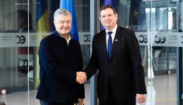 Посол Латвії подякував Порошенку за ЗСУ: неймовірна промова українською