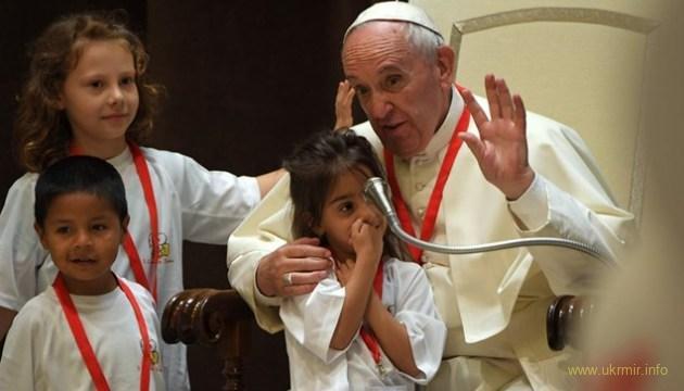 Папа Римський дозволив католицьким священикам мати дітей